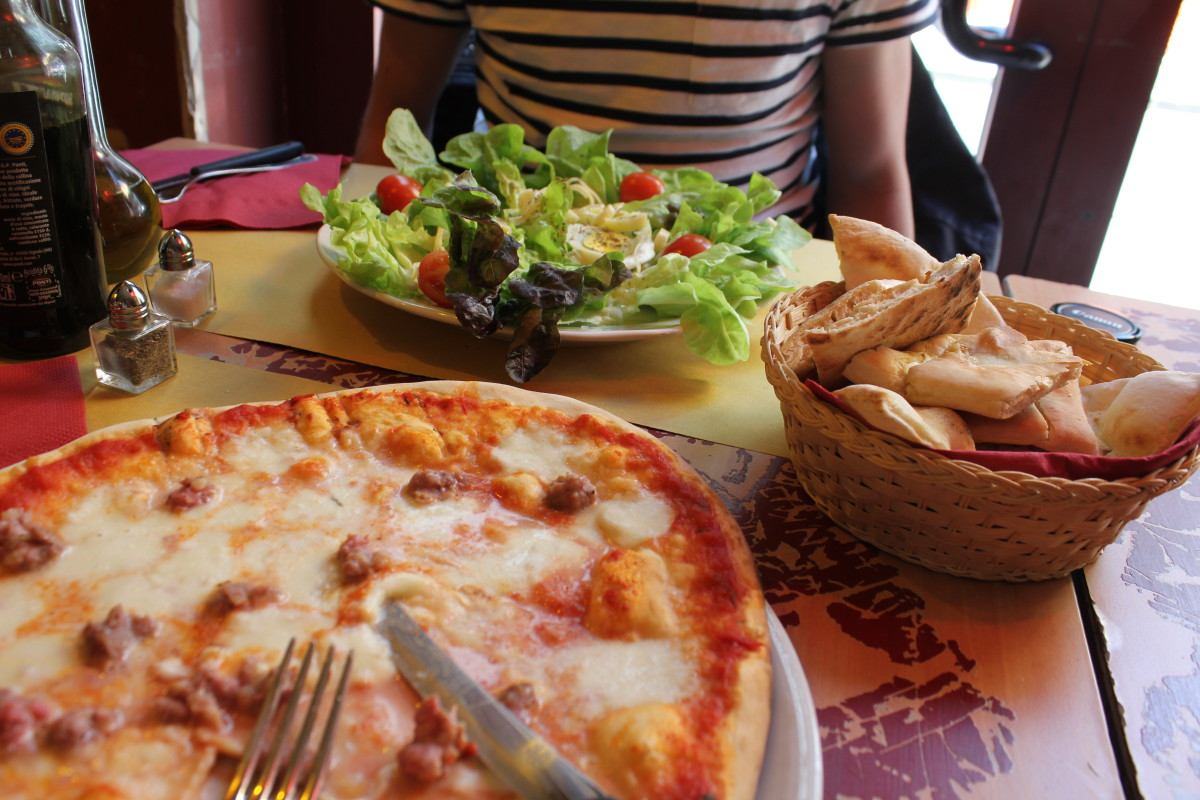 The Best Restaurants in Florence: Enjoying the Pizza at Mostodolce