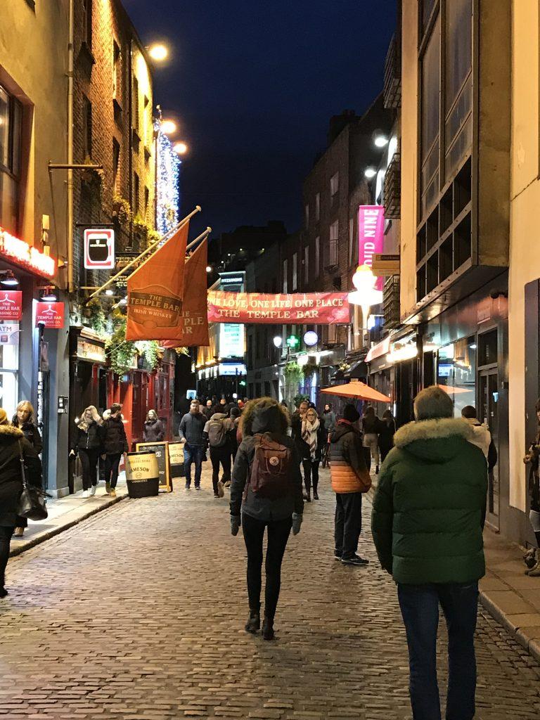 Lyhyt välilasku Dublinissa: ilta Temple Barin alueella