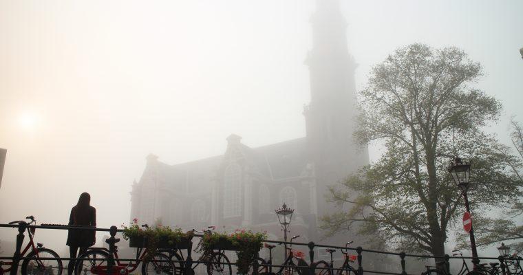 Satumaista: Amsterdam aamusumussa