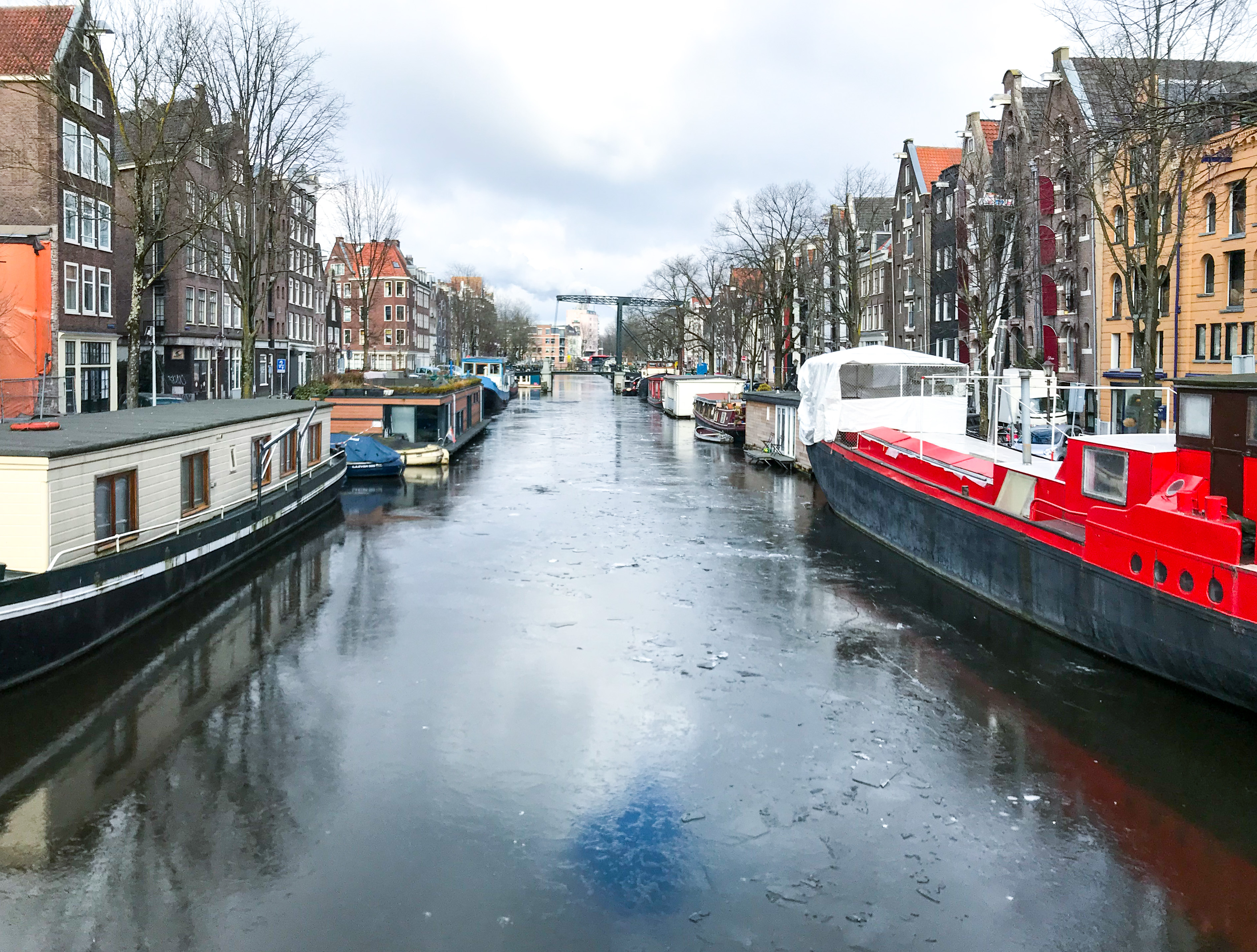Get your skates out: There is ice on the canals of Amsterdam!